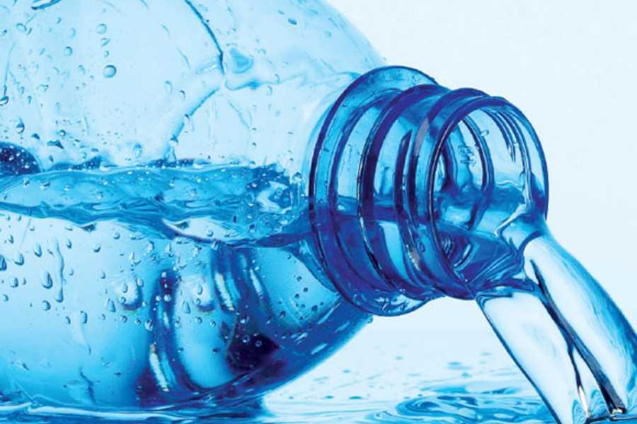 Economizando com água mineral em viagens